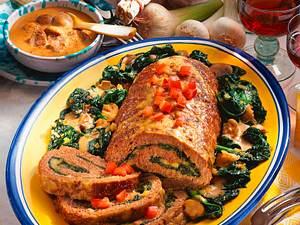 Gefüllte Hackroulade mit Käse und Spinat Rezept