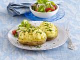 Gefüllte Ofenkartoffel mit Salat Rezept