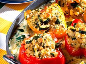 Gefüllte Paprika mit Bulgur, Zucchini und Schafskäse Rezept