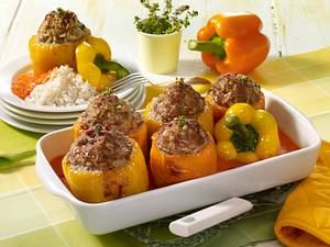 Gefüllte Paprika mit Reis und Paprikasoße Rezept