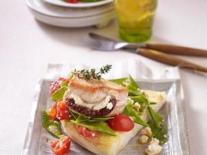 Gefüllte Putenmedaillons mit Feta und getrockneter Tomate auf Röstbrot Rezept