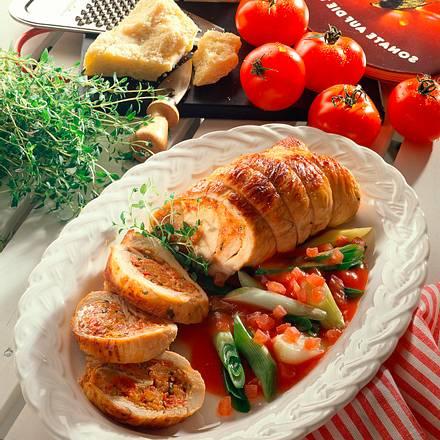 Gefüllte Putenroulade mit Lauchzwiebeln in Tomaten Rezept