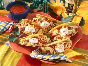 Gefüllte Tacos mit Salat Rezept