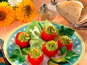 Gefüllte Tomaten mit Avocadocreme Rezept