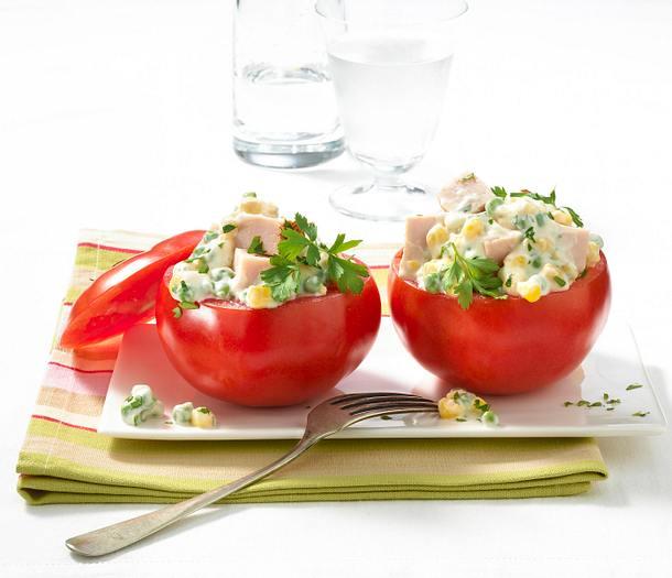 Gefüllte Tomaten mit Putensalat Rezept