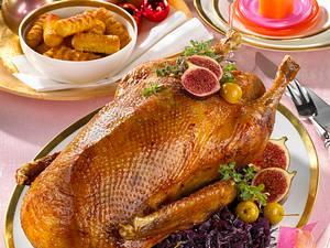 Gefüllte Weihnachtsgans mit Apfel-Rotkohl Rezept