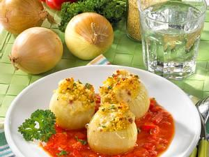 Gefüllte Zwiebeln mit Paprikasoße Rezept