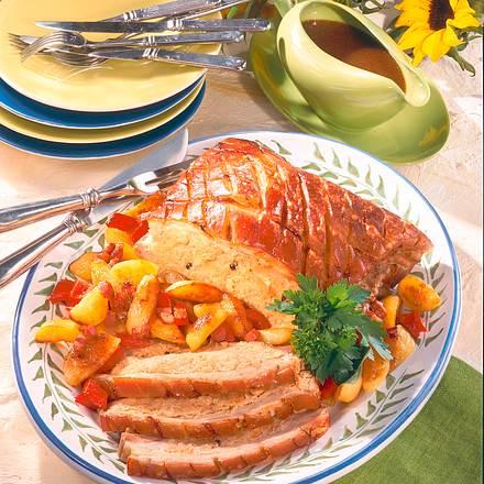 Gefüllter Schweinebauch mit Sauerkraut und Röstkartoffeln Rezept