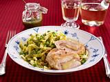 Gefülltes Hähnchenfilet mit Pesto-Gemüse-Spätzle Rezept