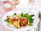 Gefülltes Hähnchenfilet mit Zuckerschoten, Joghurt-Minz-Dip und Couscous Rezept