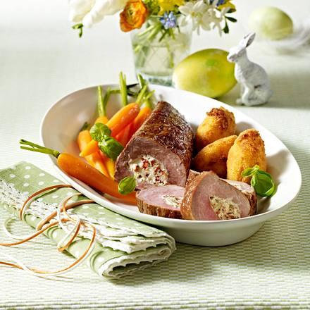 Gefülltes Schweinefilet mit Möhren und Kartoffelnocken (Titel) Rezept