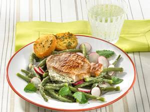 Gefülltes Steak mit Bohnensalat und Kräuterbaguette Rezept