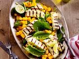 Gegrillter indischer Frischkäse (Paneer) mit Spinat und Mango Rezept