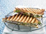 Gegrilltes Toast mit Lamm und Oliven-Aioli Rezept