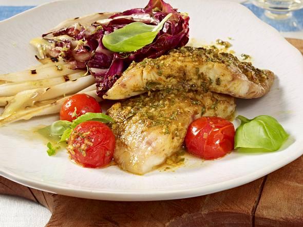 Gegrilltes Welsfilet mit Salat Rezept