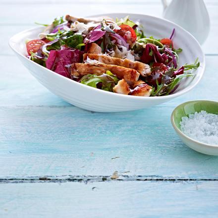 Gemischter Salat mit gebratenen Putenstreifen Rezept