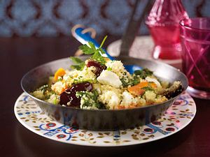 Gemüse-Couscous mit Datteln und Feta Rezept