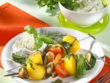 Gemüse-Kartoffel-Spieße mit Kräuterquark Rezept