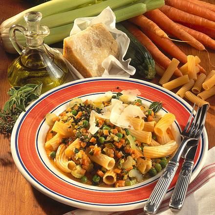 Gemüse-Nudeln mit Parmesan Rezept