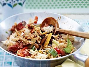 Gemüse-Wok mit Mett Rezept