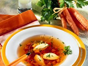 Gemüsebrühe mit Grießklößchen Rezept