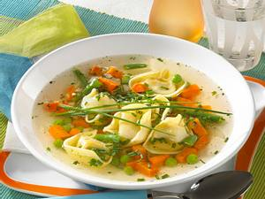 Gemüsebrühe mit Tortelloni Rezept