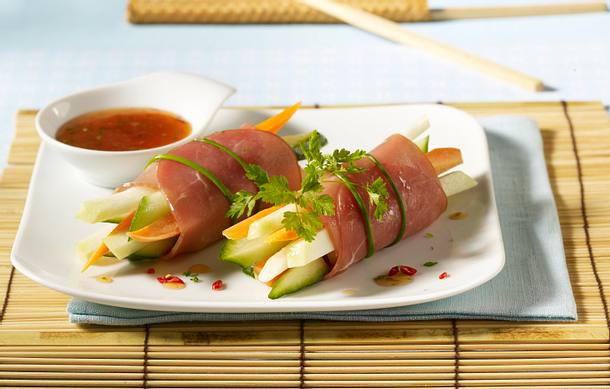 Gemüsepäckchen mit Lachsschinken und Chili-Asia-Soße Rezept