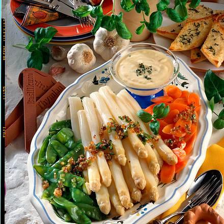 Gemüseplatte mit Knoblauch-Creme Rezept