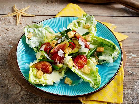 Gemüsesalat mit Feigen und Caesars-Dressing Rezept