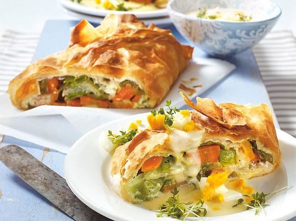Gemüsestrudel mit Kresse-Ei-Soße Rezept