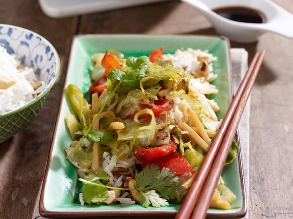Gemüsewok mit Chili-Ingwer-Marinade und Duftreis Rezept