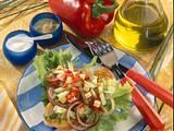 Geröstetes Brot mit Salat Rezept