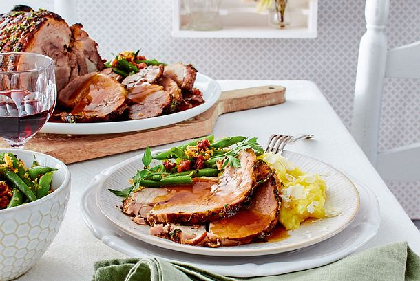 Geschmorte Schweineschulter mit Meerrettichstampf und Speckbohnen Rezept