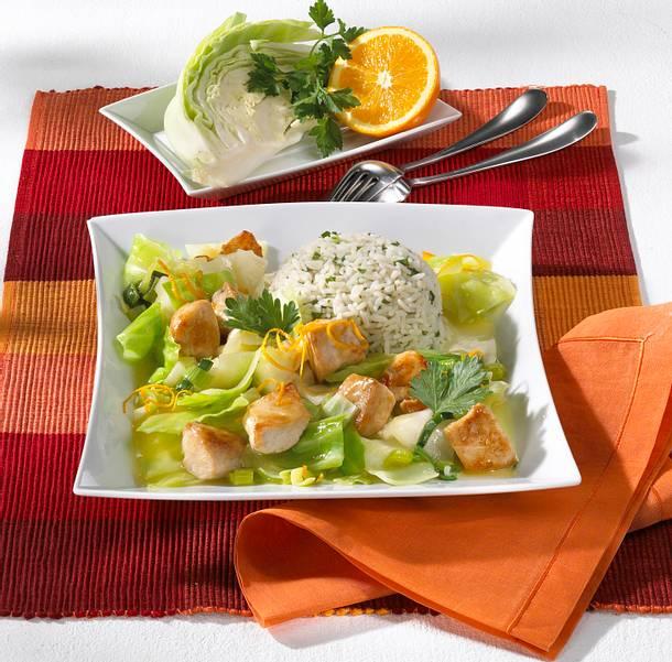 Geschmorter Orangen-Weißkohl mit Hähnchen Rezept