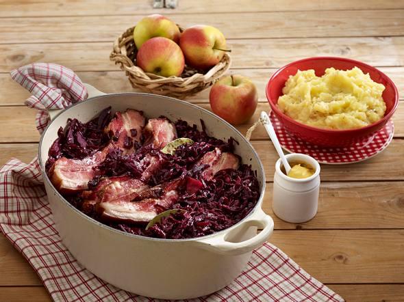 Geschmorter Rotkohl mit Speck und Kartoffelpüree Rezept