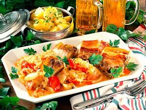 Geschmortes Bauchfleisch auf Sauerkraut Rezept