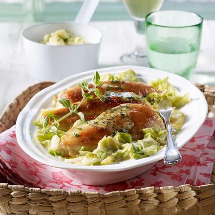 Geschmortes Hähnchenfilet mit Spitzkohl in Senfsoße Rezept