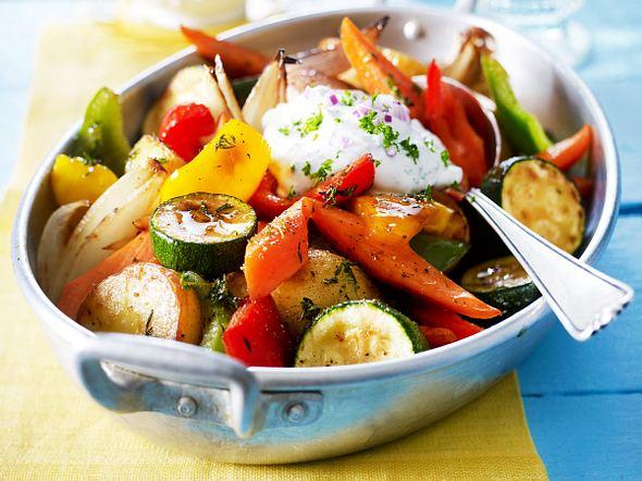 Geschmortes Ofengemüse mit Kräuterquark Rezept