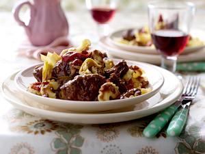 Geschmortes Rindfleisch mit Paprika und Artischocken Rezept