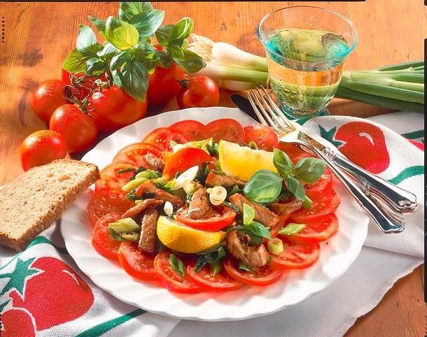 Geschnetzeltes auf Tomatensalat Rezept