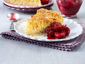 Getränkter Orangen-Biskuit-Kuchen mit Pflaumenkompott Rezept