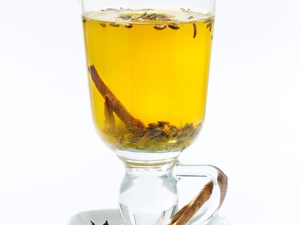 Gewürz-Tee mit Fenchel, Sternanis, Zimt und Kurkuma Rezept