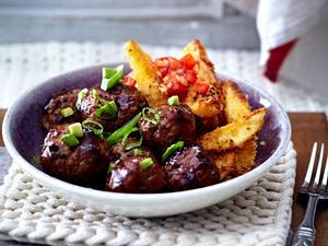 Glasierte Fleischbällchen mit Chilikartoffeln und Tomatensalsa Rezept