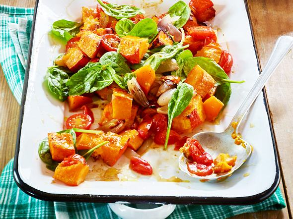 Glasierter Ofenkürbis mit Tomaten & Spinat Rezept