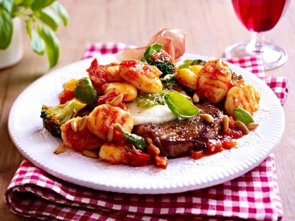 Gnocchi al forno mit Rumpsteaks Rezept