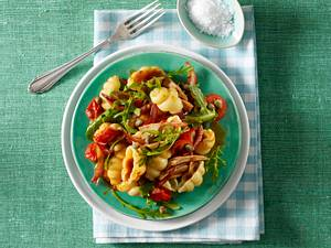 Gnocchi-Nudeln mit Thunfisch und Tomaten Rezept