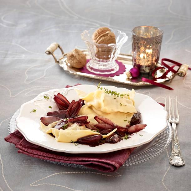 Gorgonzola-Ravioli mit Schalotten Rezept