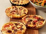 Gorgonzola-Tarteletts mit Pilzen und Tomaten Rezept