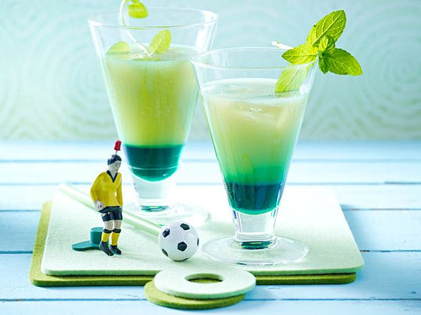 Grapefruit-Drink mit Minzlikör (Fußball-Drinks) Rezept