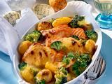 Gratinierte Lachstranchen mit Kartoffeln und Brokkoli in Sauce Hollandaise Rezept